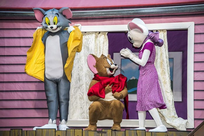 Yalla Abu Dhabi Tom Amp Jerry Live Show The Crystal Quest